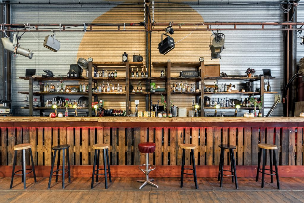 Bar grote zaal EM2 Groningen (Photo by L. Hage)