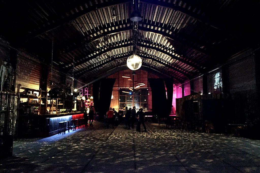 Grote zaal donker EM2