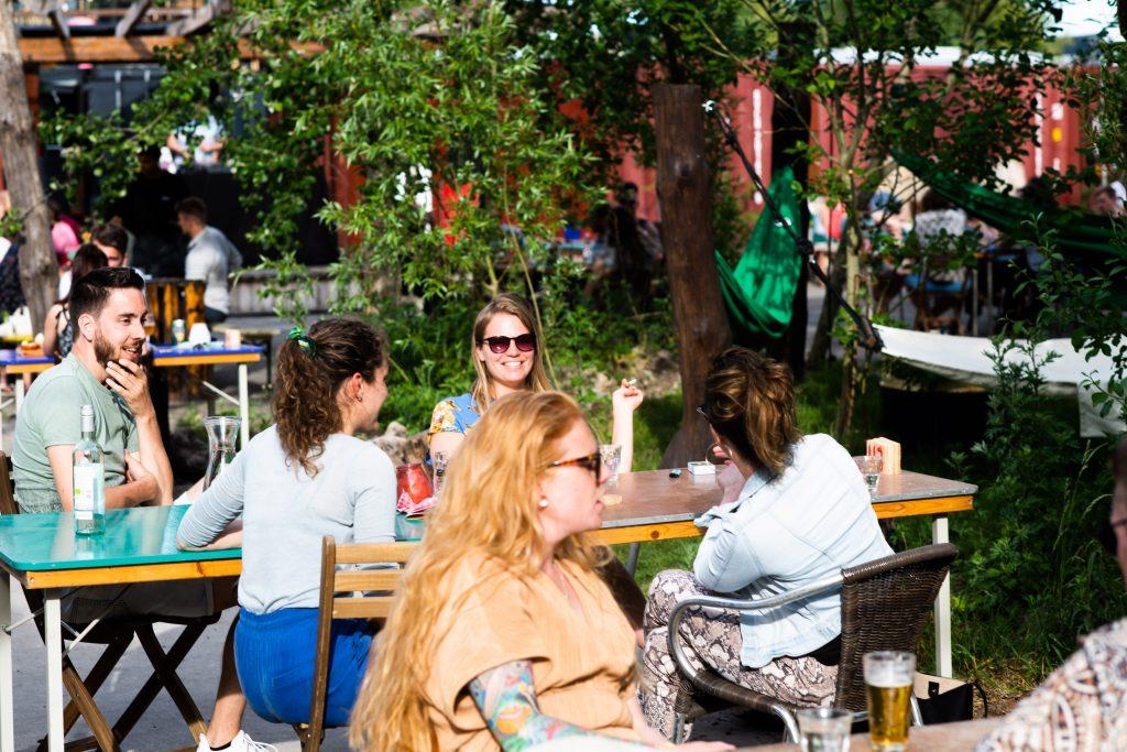 EM2 Groningen - Reserveer een tafel buiten