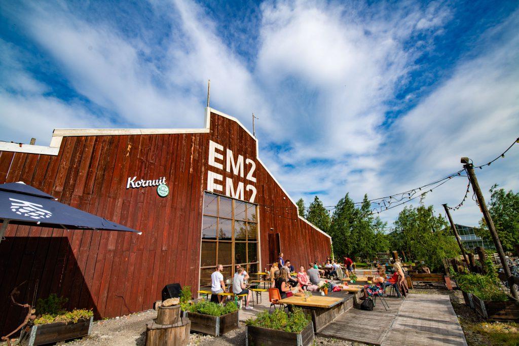 EM2 Groningen - Voorkant terras