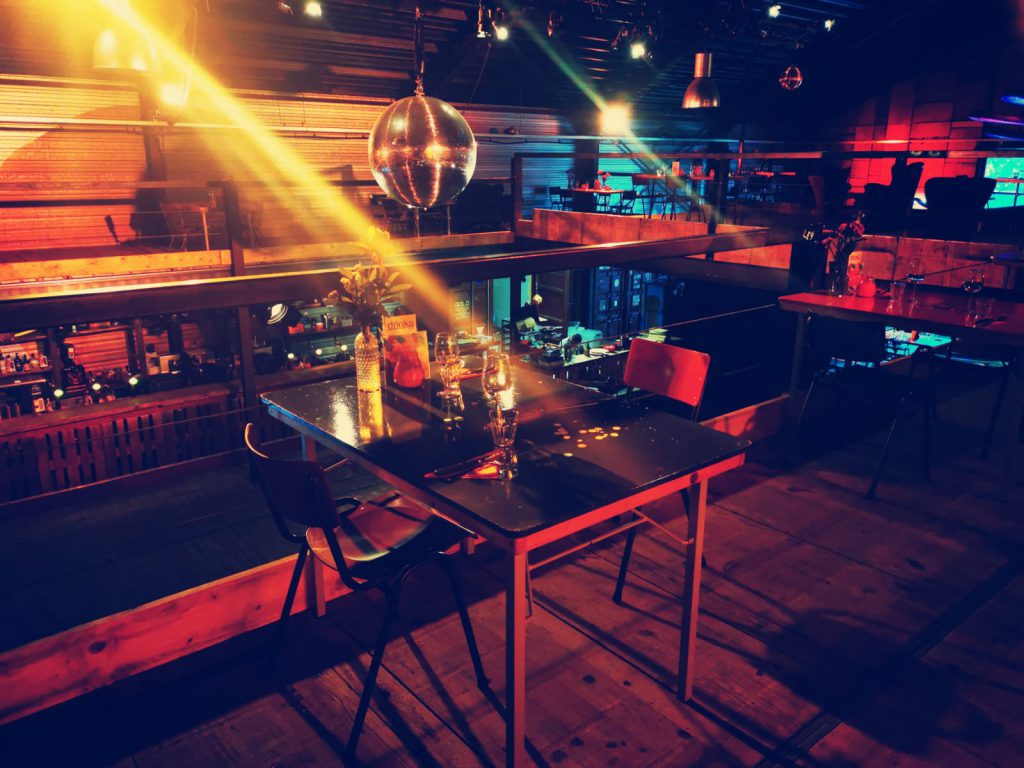 EM2 Groningen - tafels in restaurant