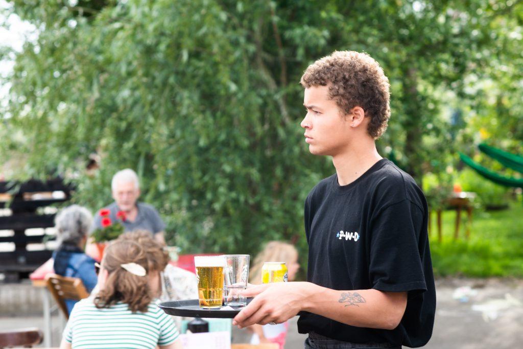 EM2 Groningen - bediening op het terras